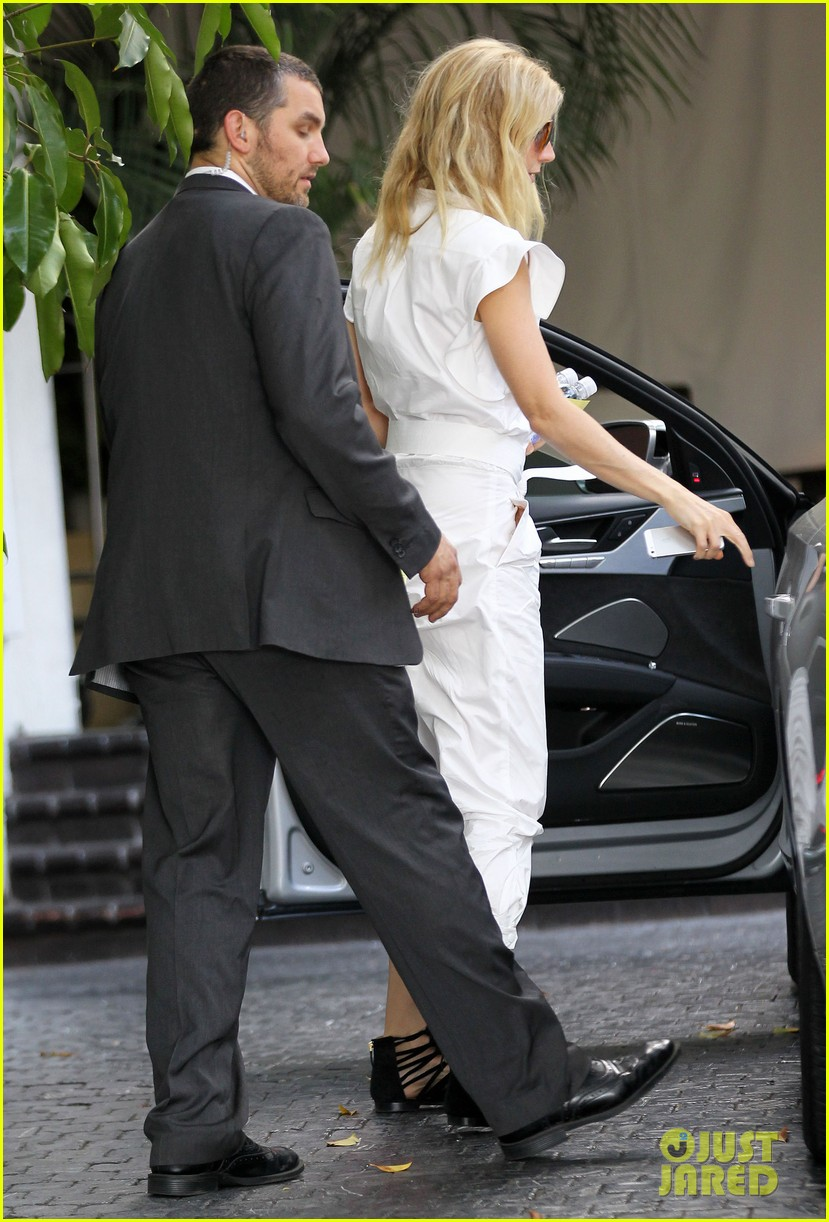 gwyneth paltrow chateau=visit before book signing 122842845