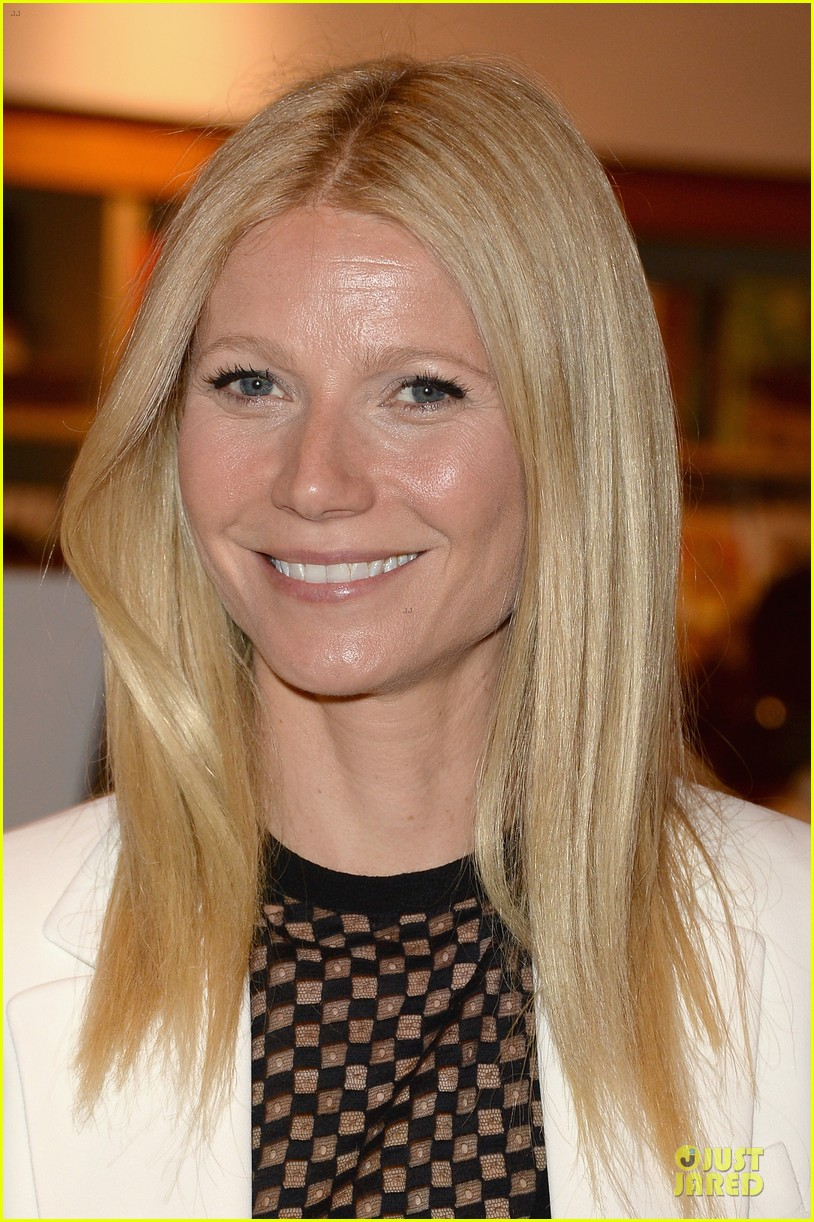 gwyneth paltrow my family came to book signing for the grove 062844099