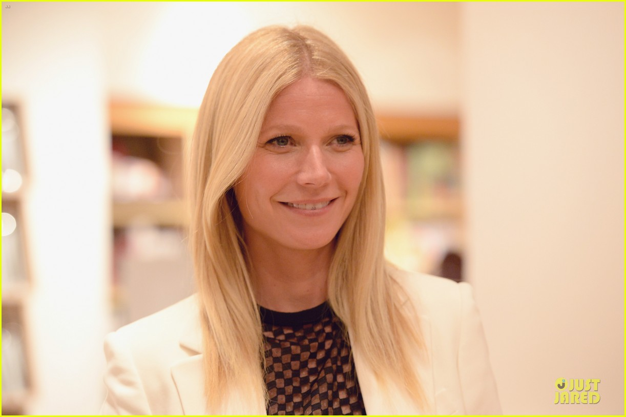 gwyneth paltrow my family came to book signing for the grove 072844100