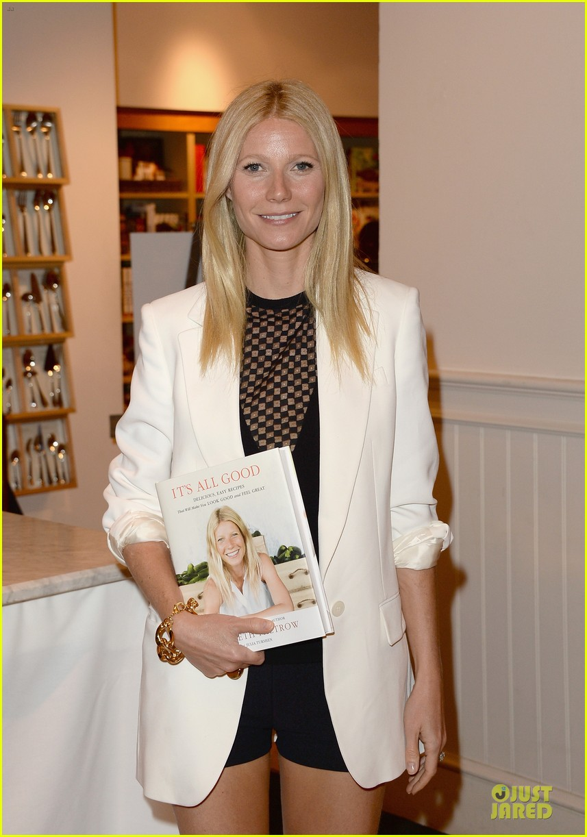 gwyneth paltrow my family came to book signing for the grove 082844101