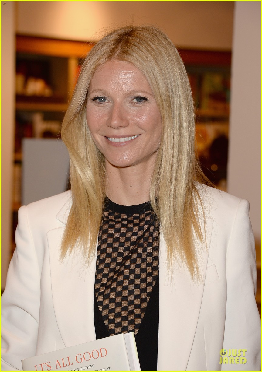 gwyneth paltrow my family came to book signing for the grove 102844103
