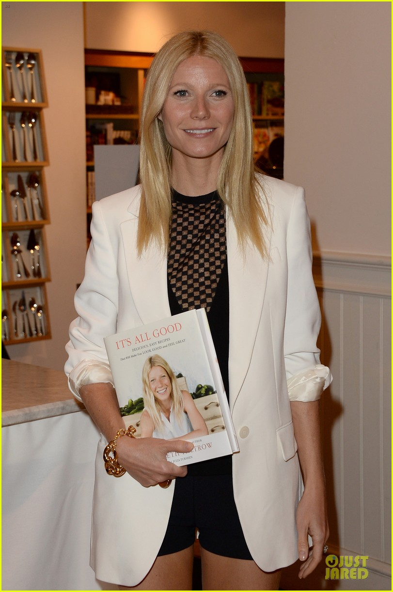 gwyneth paltrow my family came to book signing for the grove 142844107