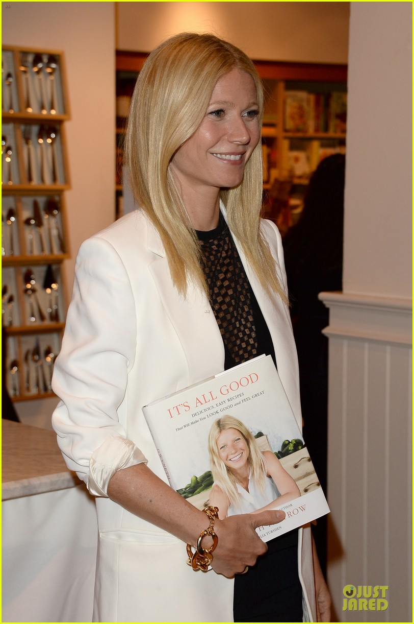 gwyneth paltrow my family came to book signing for the grove 152844108