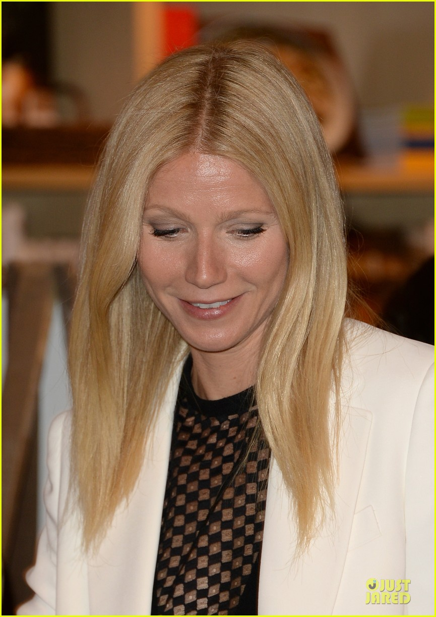 gwyneth paltrow my family came to book signing for the grove 192844112