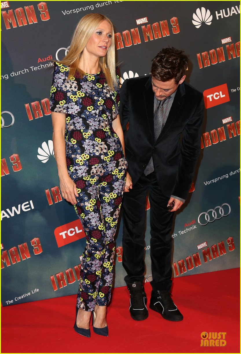 gwyneth paltrow robert downey jr iron man 3 paris premiere 03