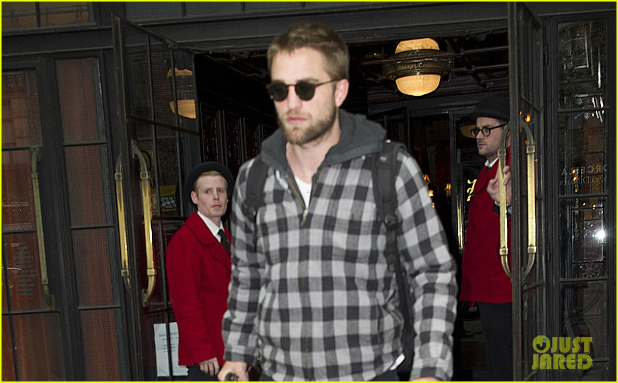 robert pattinson hotel check out 03