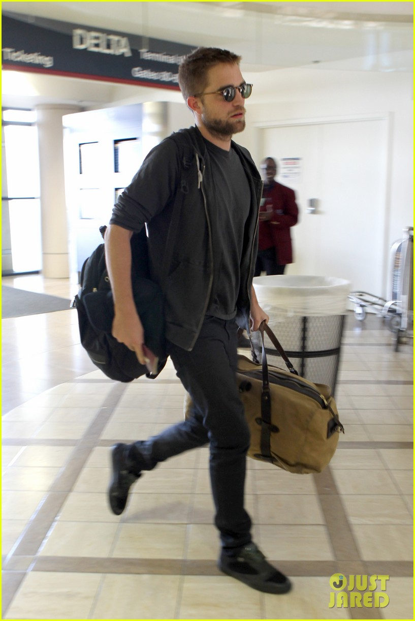 robert pattinson lots of luggage at lax 012855100