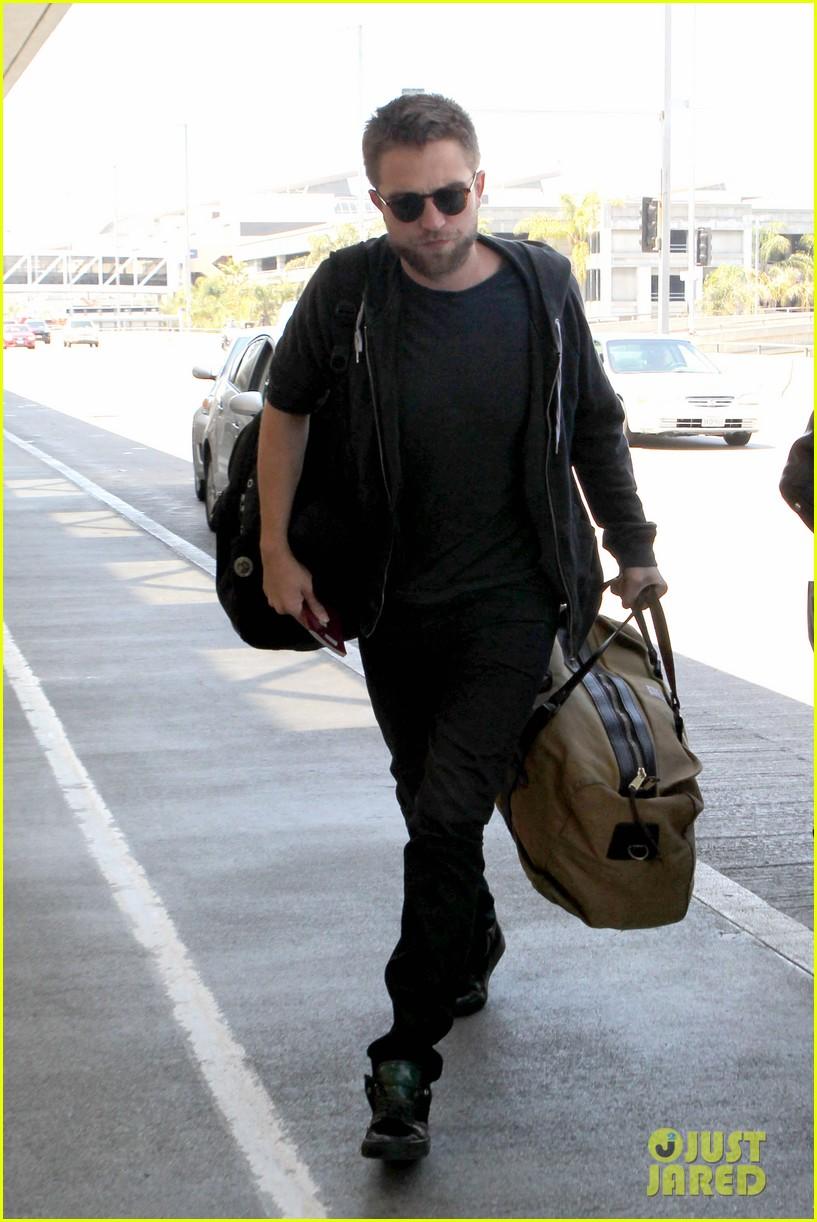 robert pattinson lots of luggage at lax 072855106