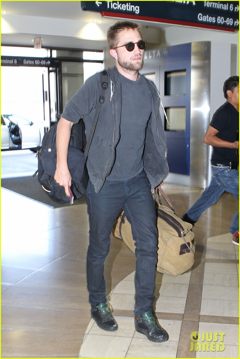 robert pattinson lots of luggage at lax 082855107