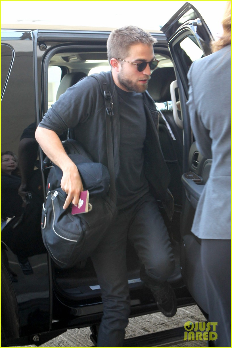 robert pattinson lots of luggage at lax 112855110