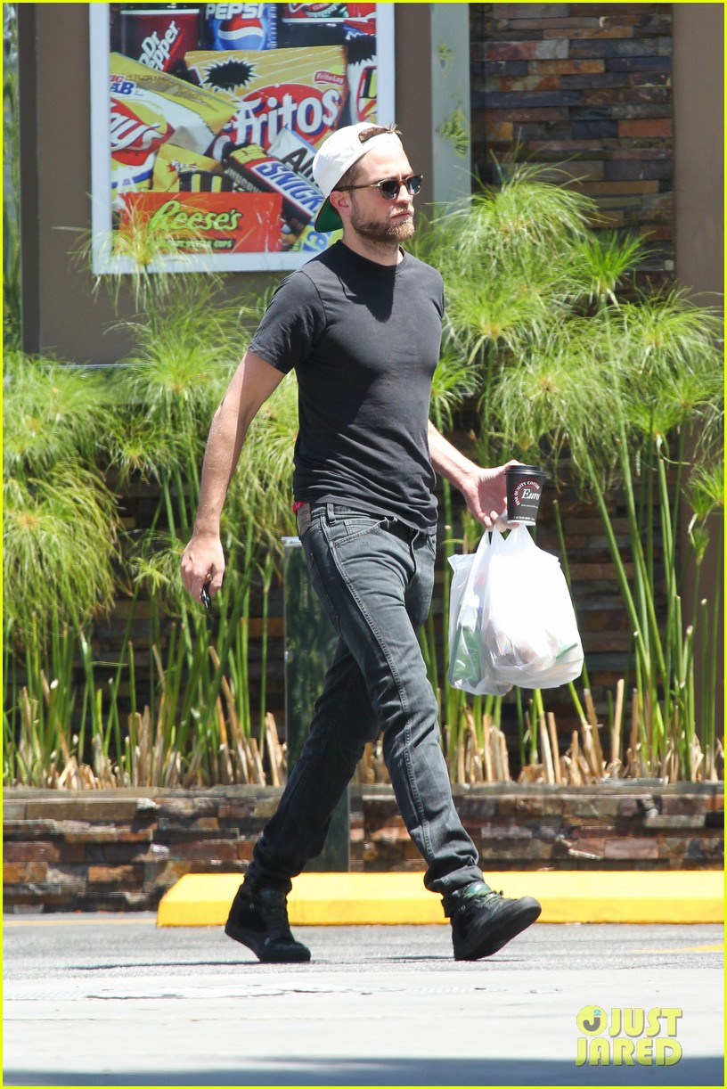 robert pattinson had good time filming rover says co star 082859995