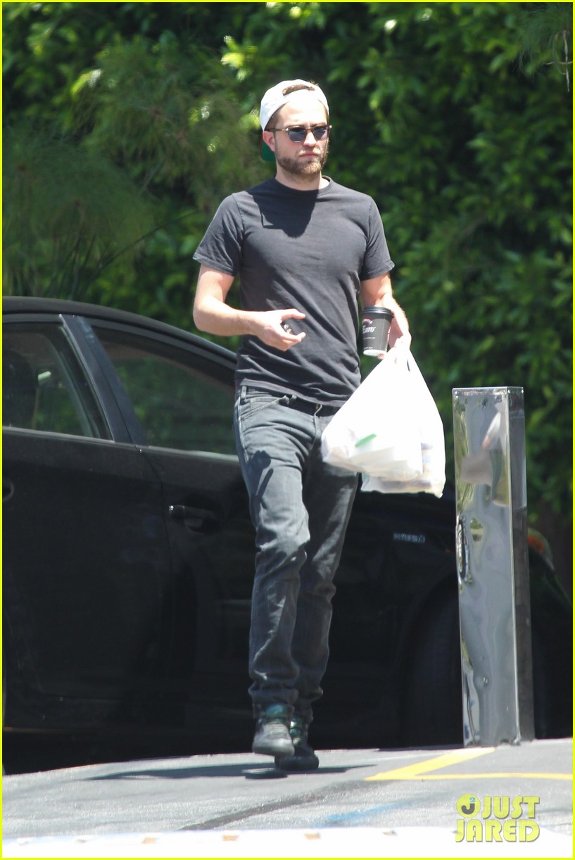 robert pattinson had good time filming rover says co star 312860018