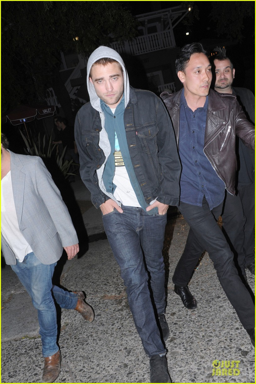 robert pattinson party with joaquin phoenix vince vaughn 01