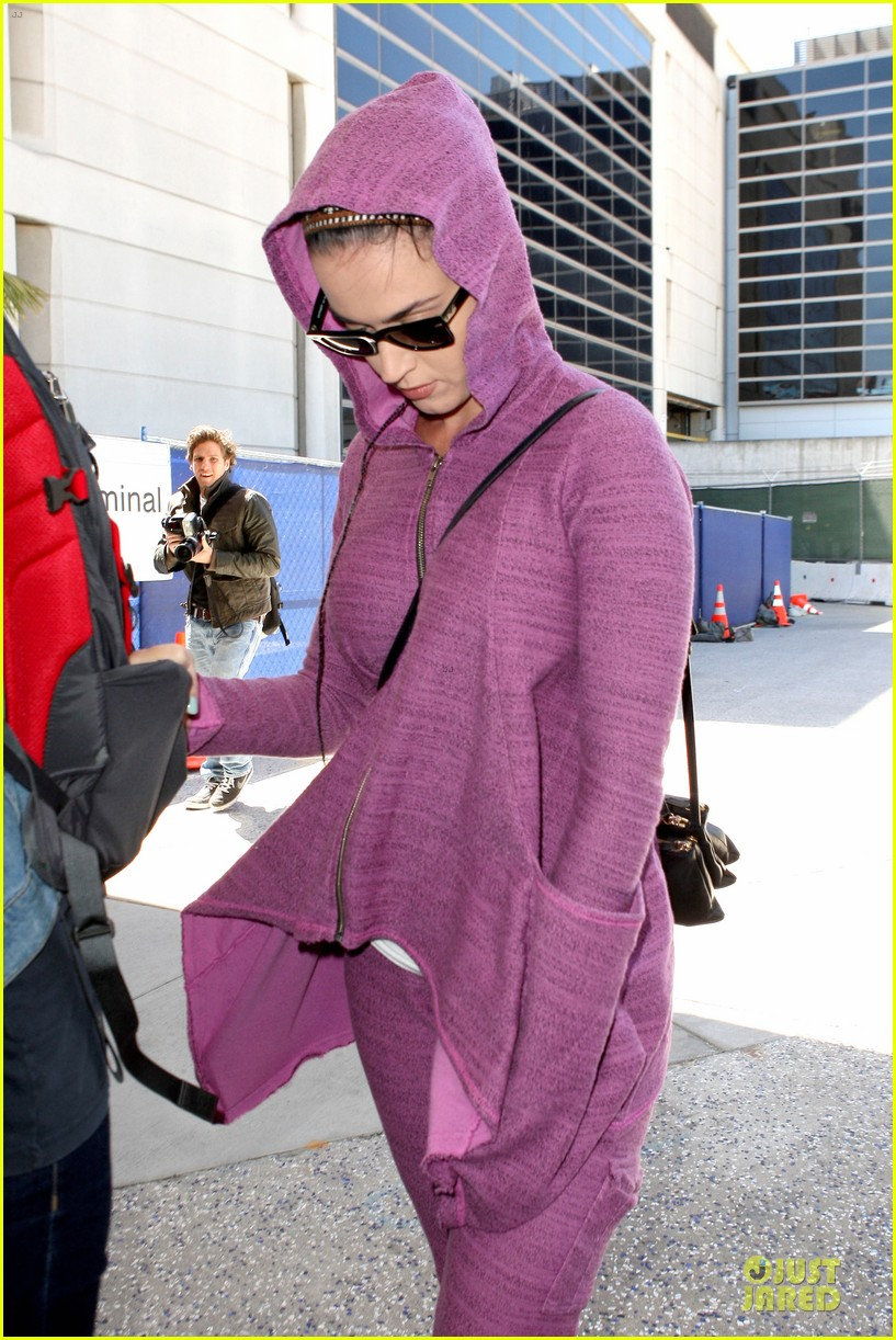 katy perry lax arrival after madagascar unicef trip 052846331