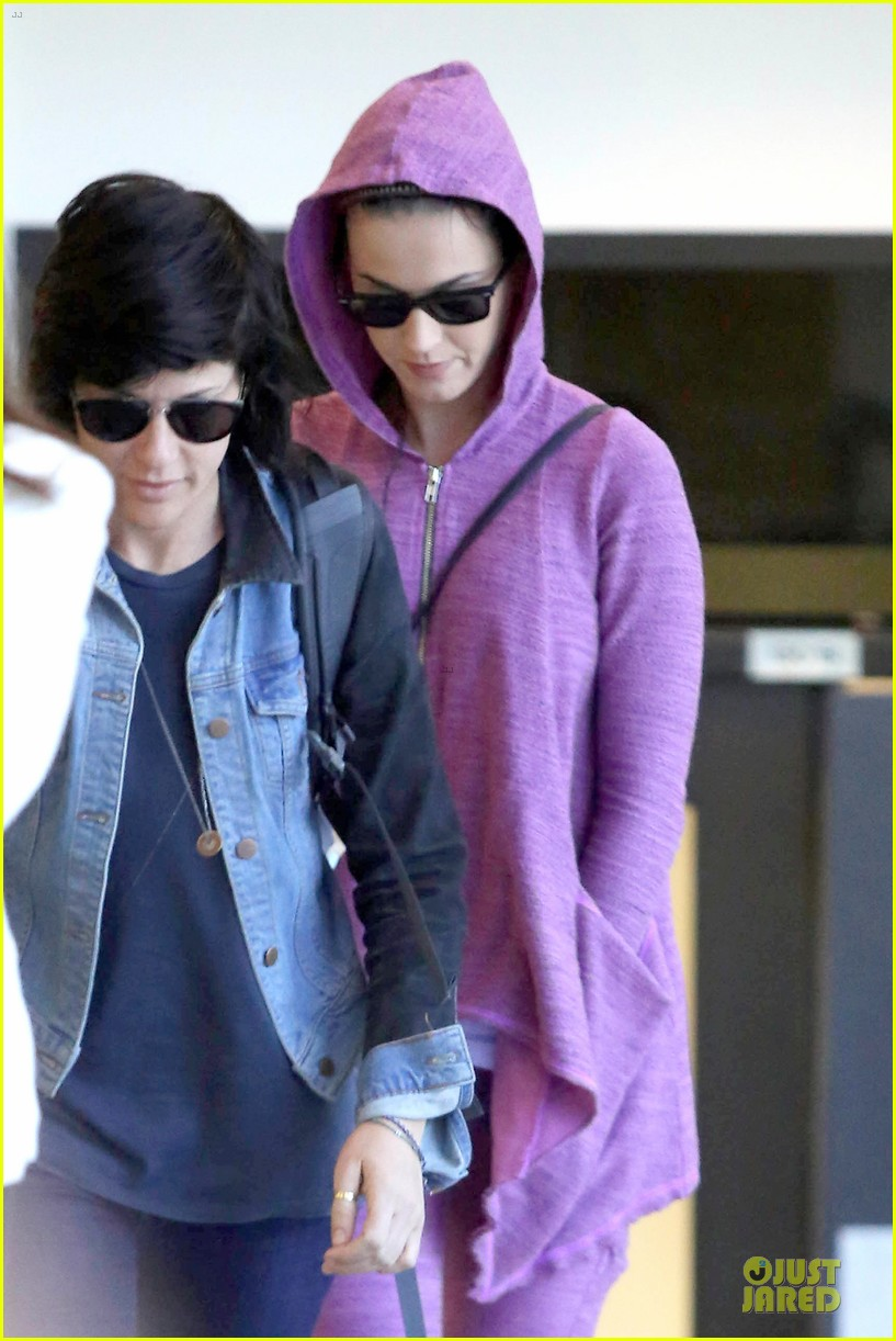 katy perry lax arrival after madagascar unicef trip 072846333