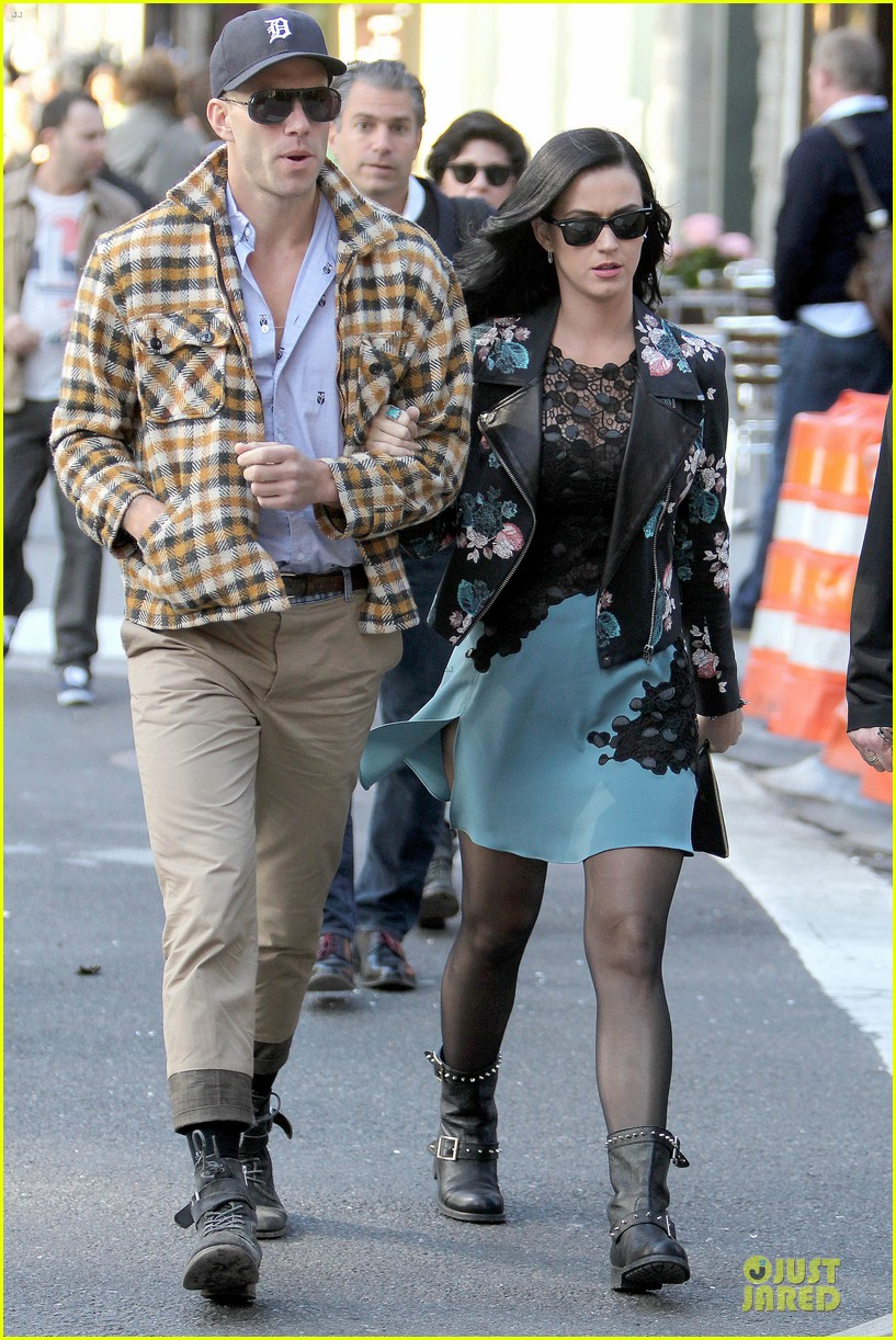 katy perry new york stroll with mystery man 082861382