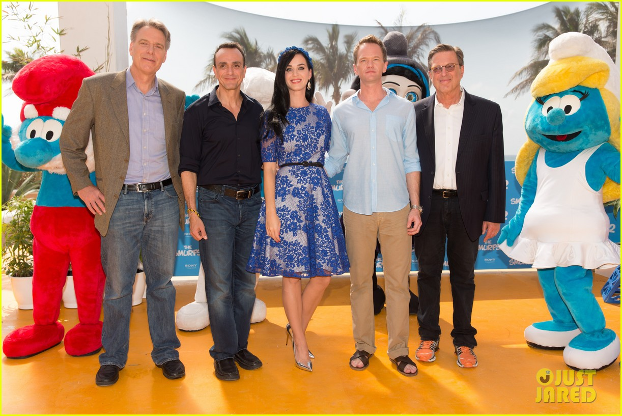 katy perry neil patrick harris smurfs 2 at summer of sony 032855732