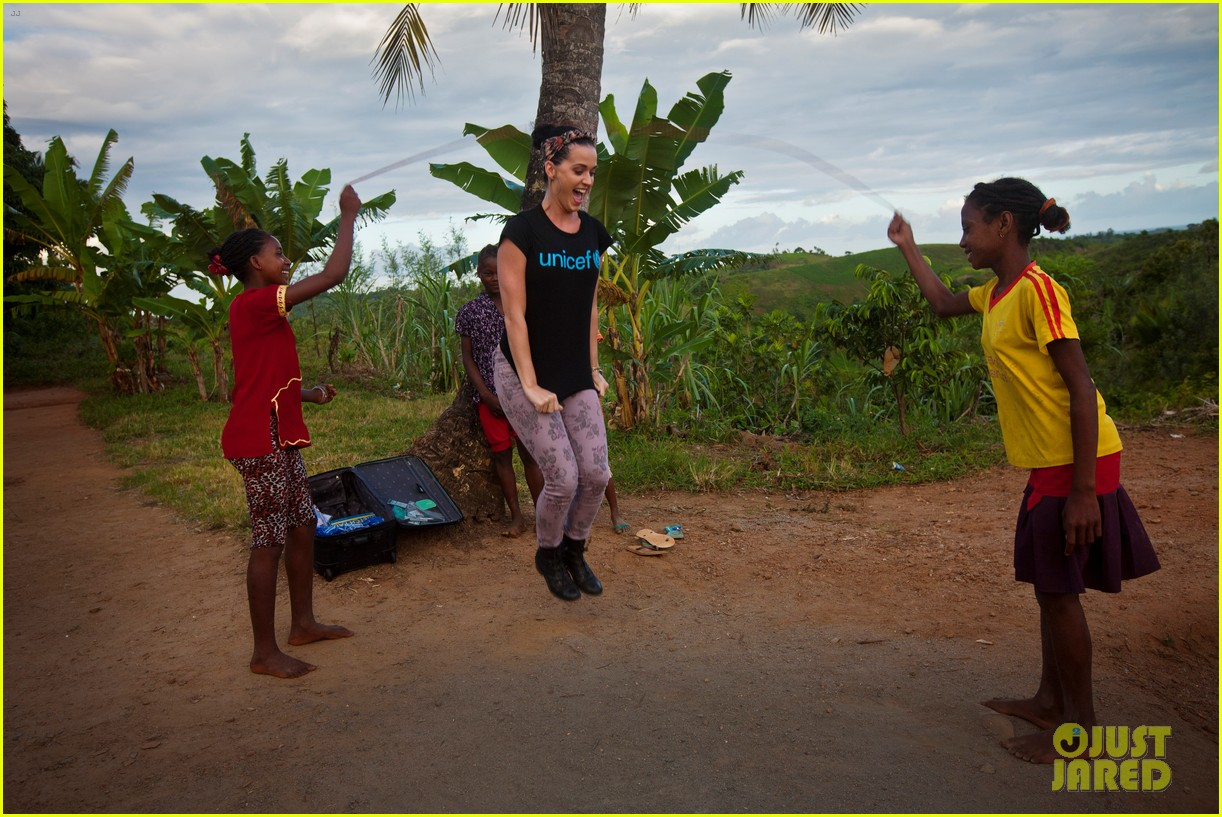 katy perry madagascar visit for unicef 012845520