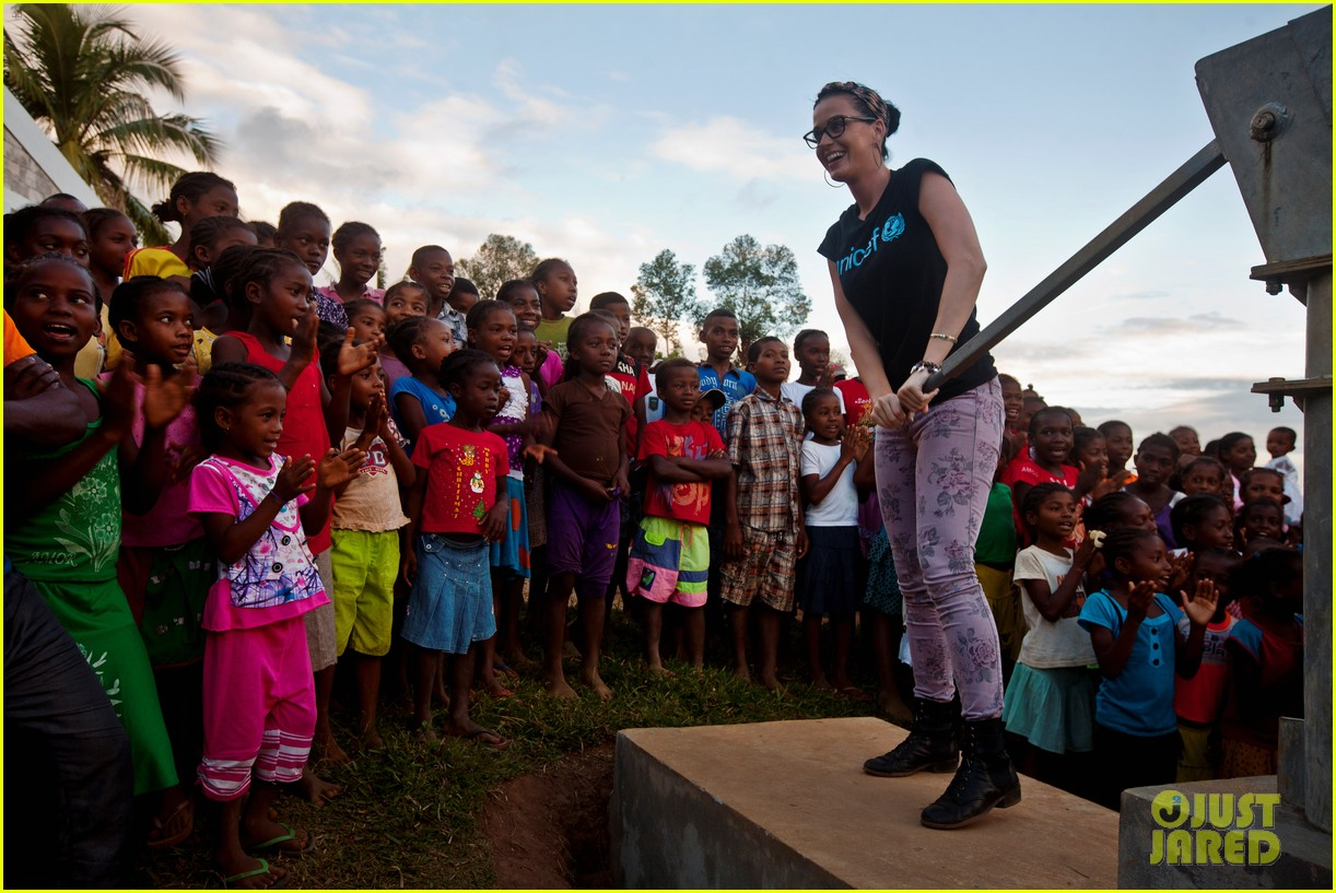 katy perry madagascar visit for unicef 032845522