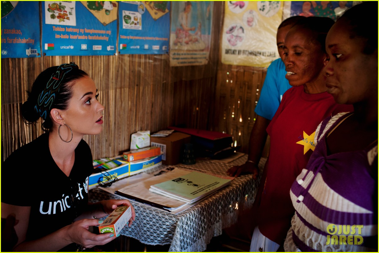 katy perry madagascar visit for unicef 082845527