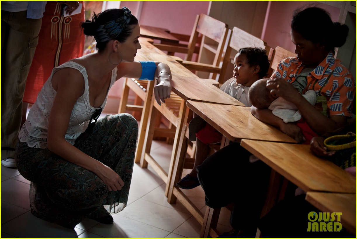 katy perry madagascar visit for unicef 092845528