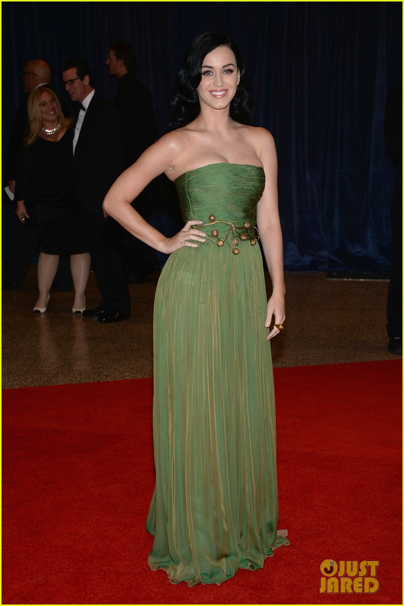 katy perry white house correspondents dinner 2013 red carpet 012859472