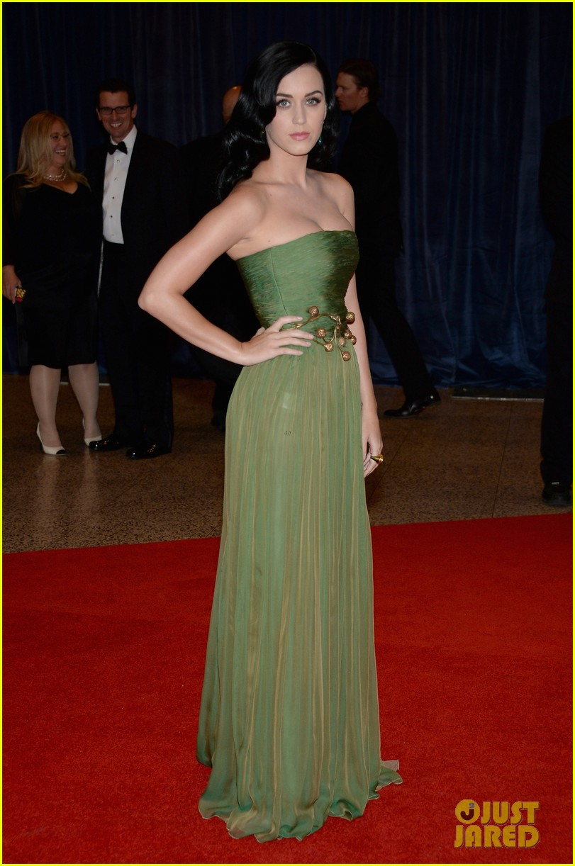 katy perry white house correspondents dinner 2013 red carpet 042859475