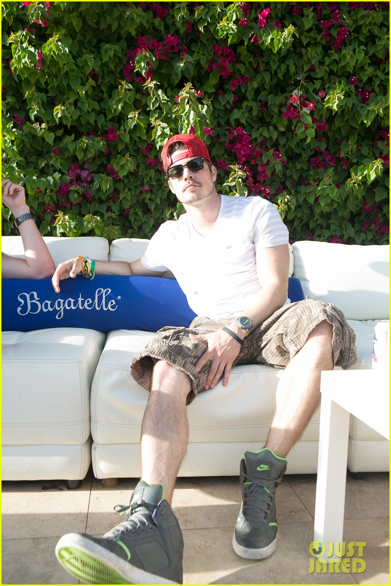 alex pettyfer connor cruise coachella ziplining 25