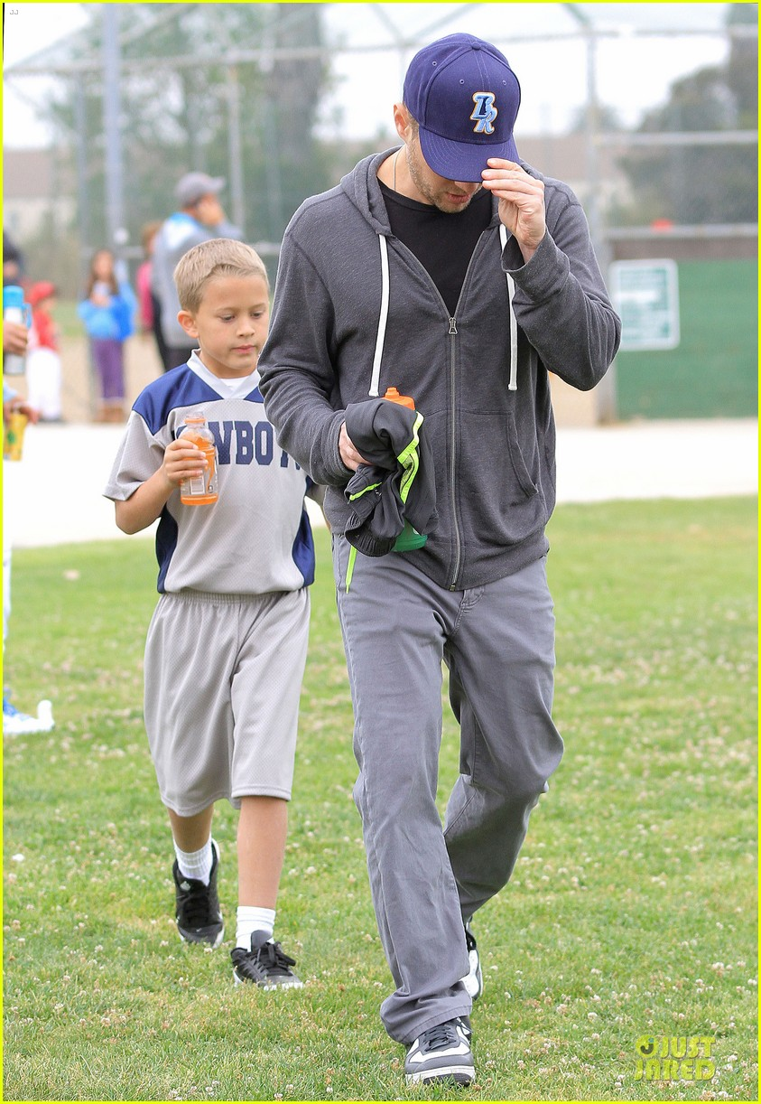 ryan phillippe cowboys soccer game with deacon 05