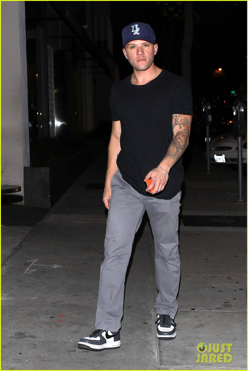 ryan phillippe steps out after reese witherspoon arrest 032857673