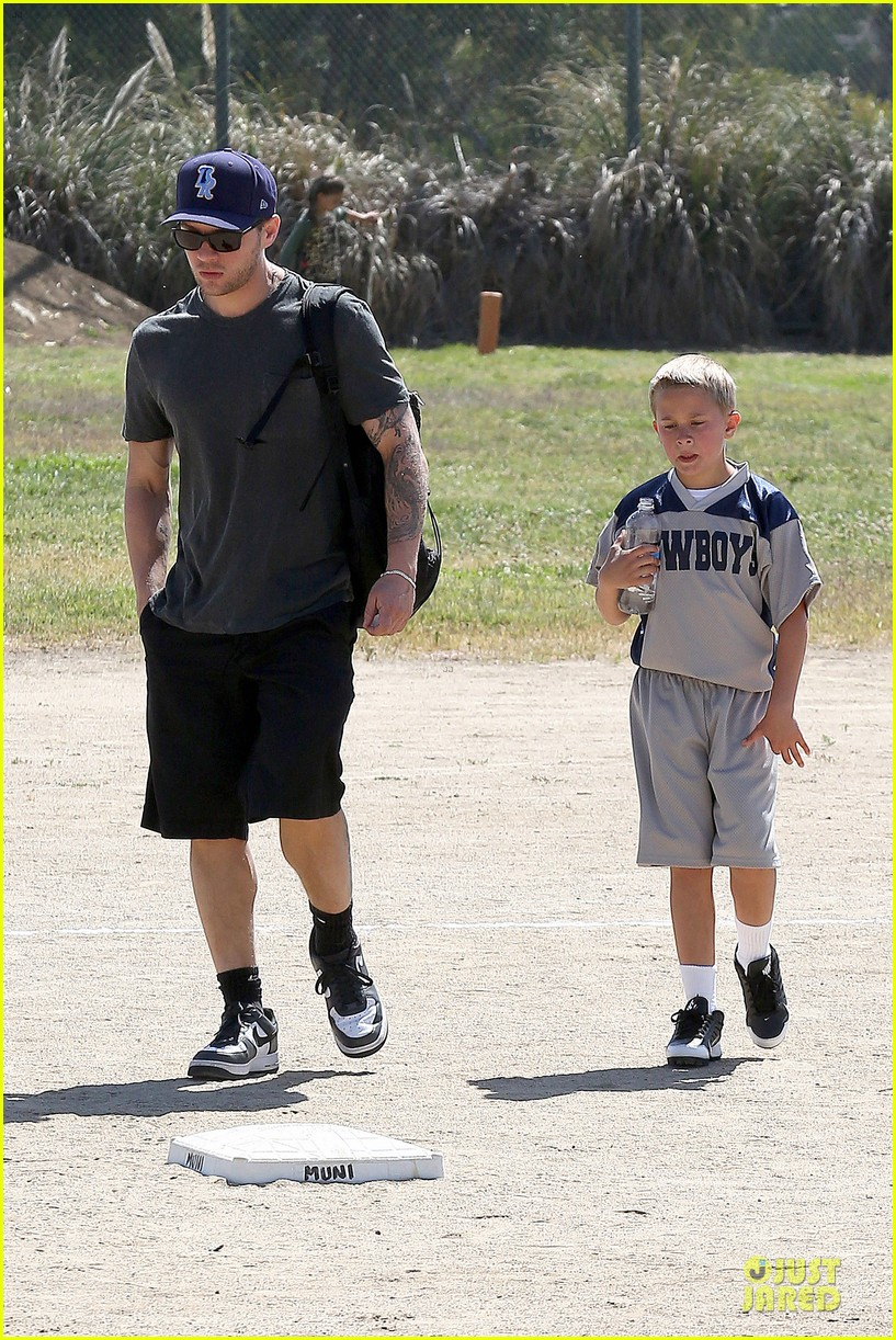 ryan phillippe deacon football game supporter 042854180