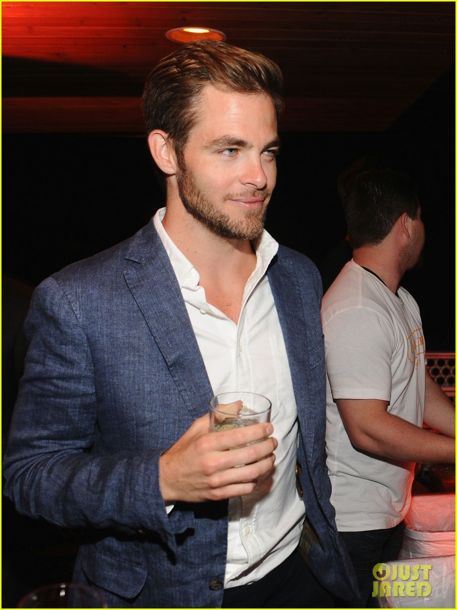 chris pine alice eve star trek at coach charity event 04