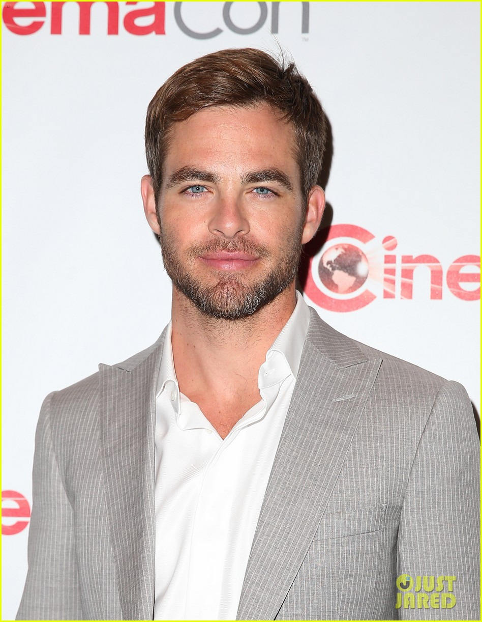 chris pine zachary quinto star trek at cinemacon 2013 012851168