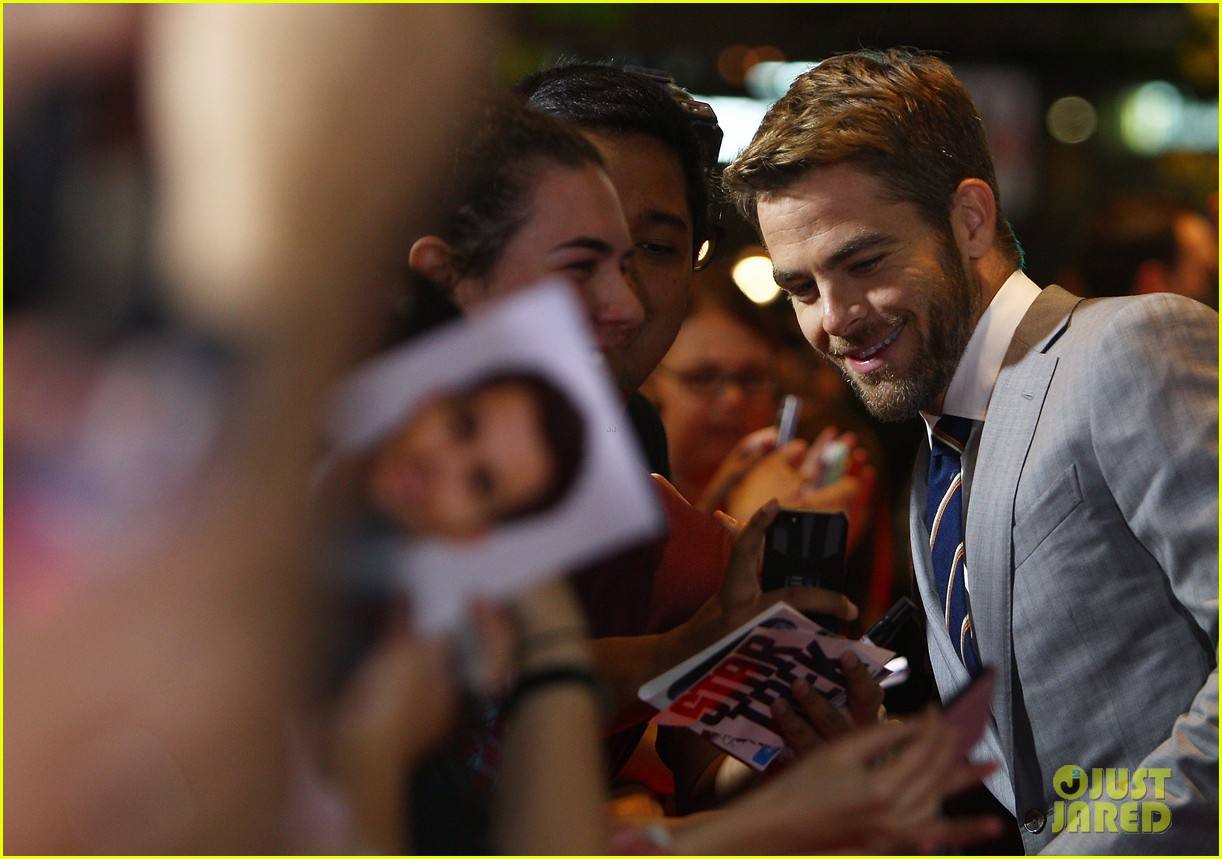 chris pine zachary quinto star trek sydney premiere 18