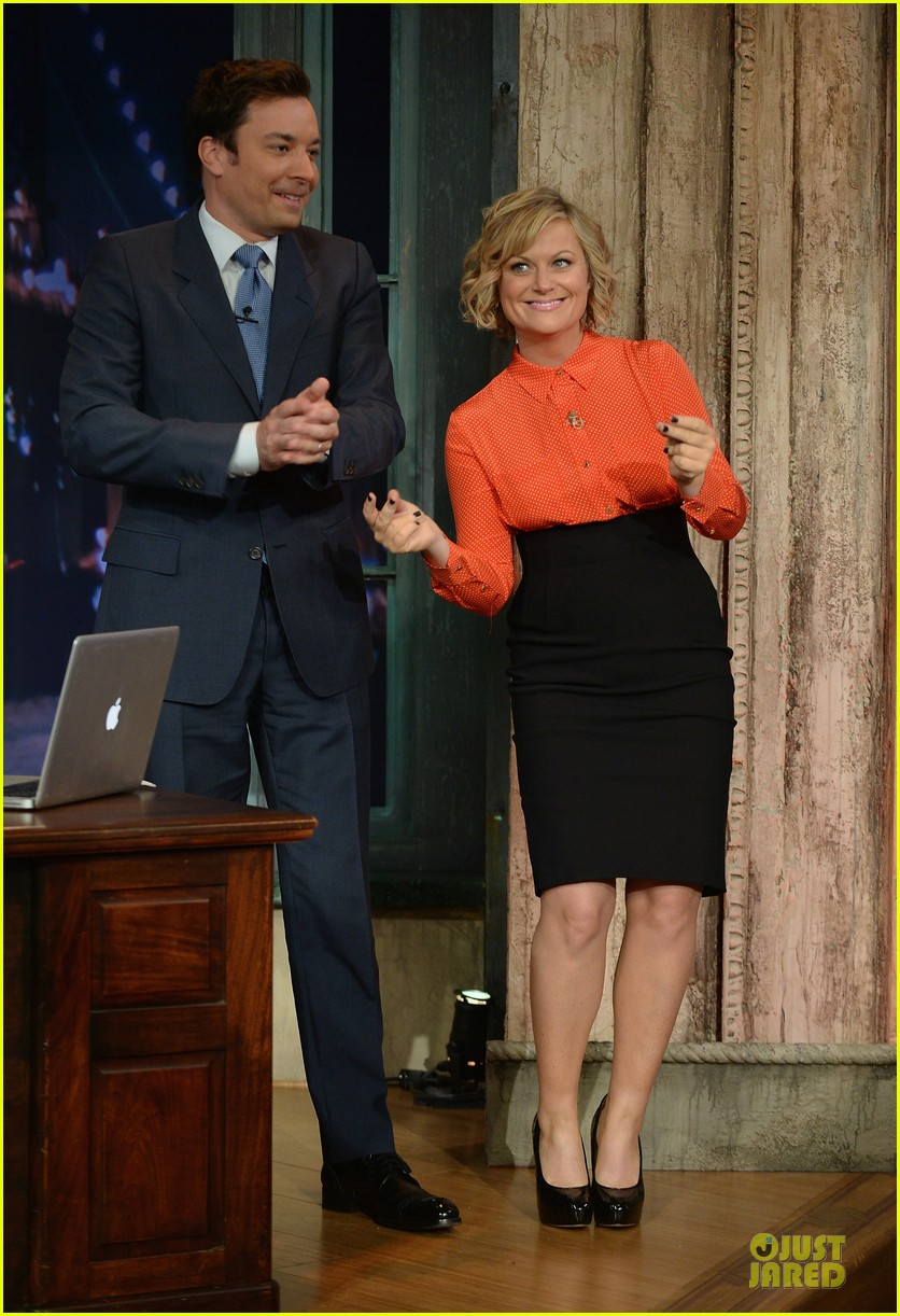 amy poehler michael buble chicken eers on fallon 012859077