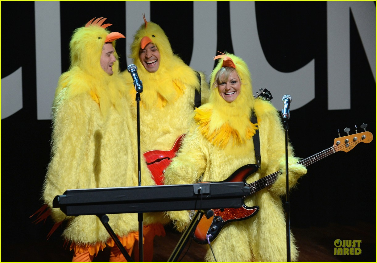 amy poehler michael buble chicken eers on fallon 042859080