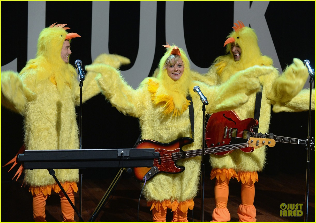 amy poehler michael buble chicken eers on fallon 062859082