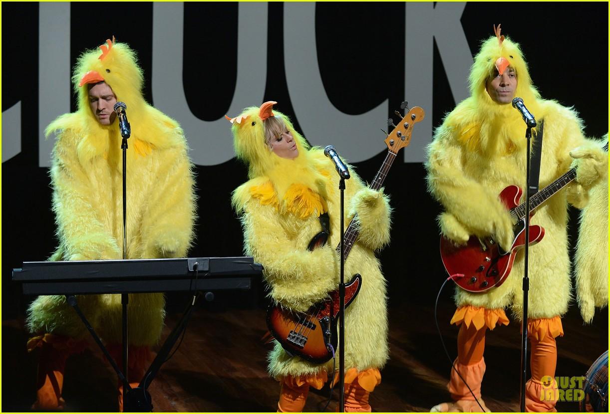 amy poehler michael buble chicken eers on fallon 072859083