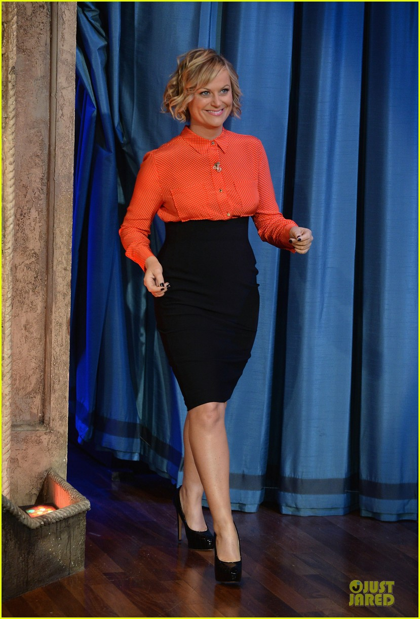 amy poehler michael buble chicken eers on fallon 132859089