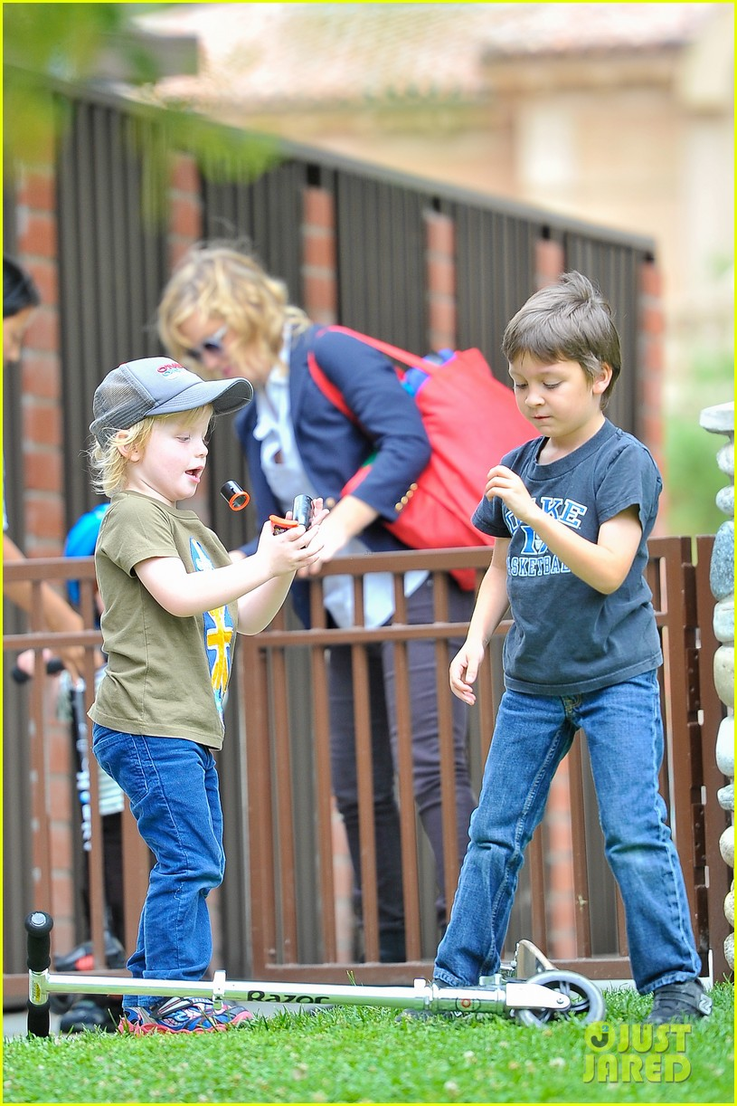 amy poehler park playtime with archie abel 032841936