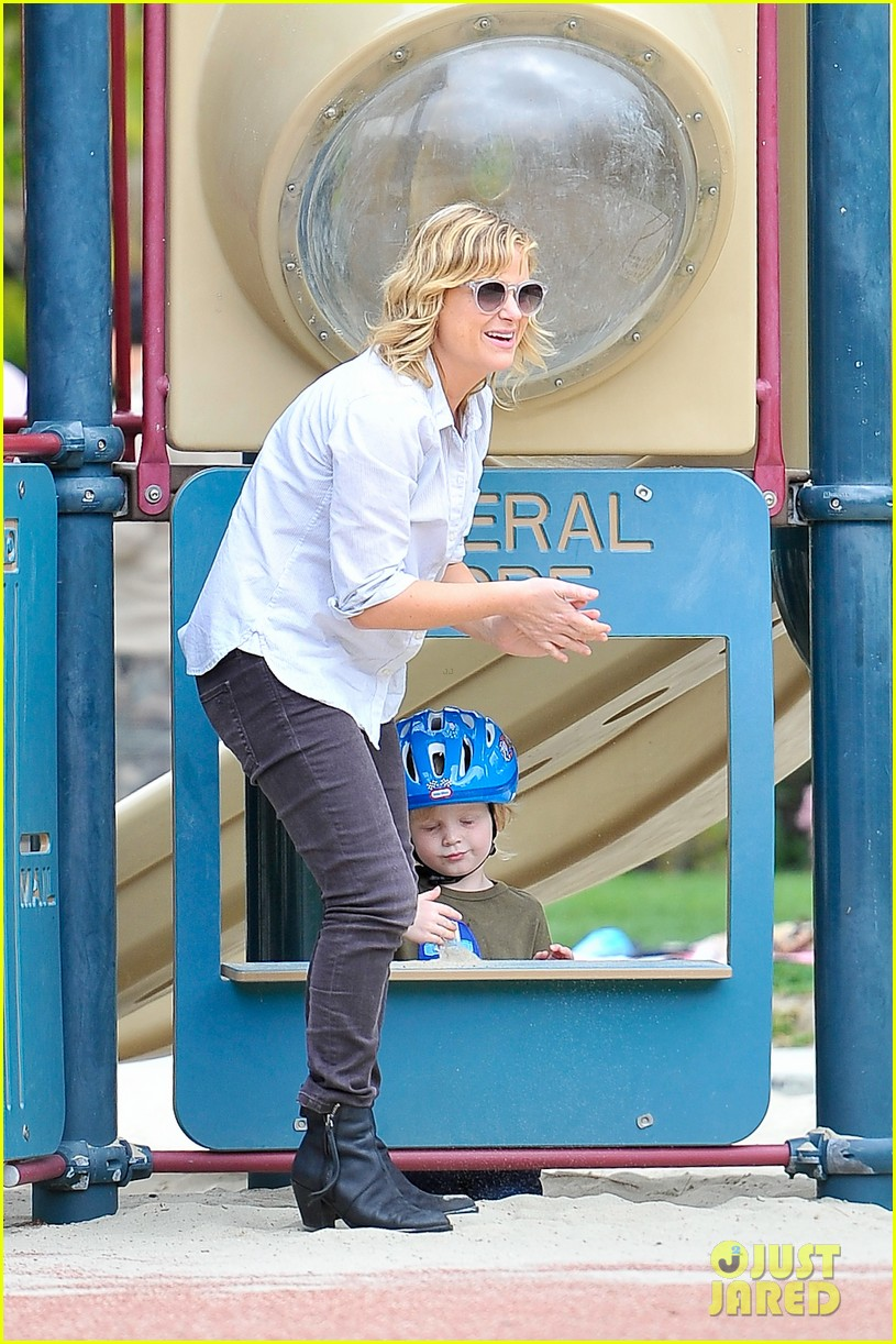 amy poehler park playtime with archie abel 122841946
