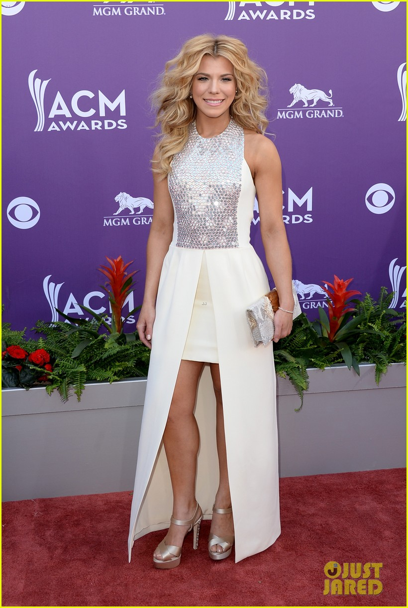 cassadee pope tori kelly acm awards 2013 red carpet 072845213