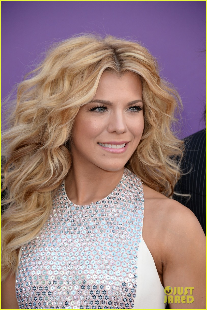 cassadee pope tori kelly acm awards 2013 red carpet 082845214