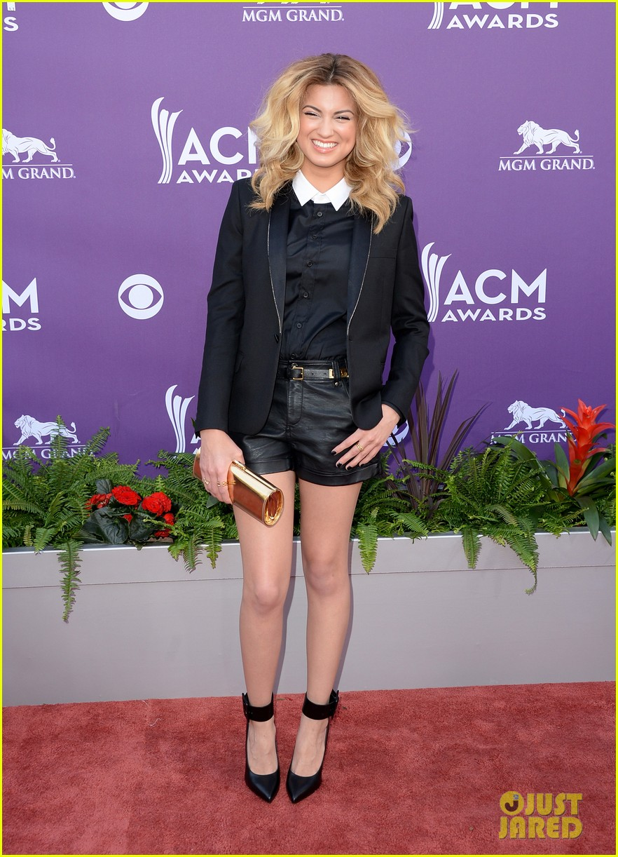 cassadee pope tori kelly acm awards 2013 red carpet 102845216
