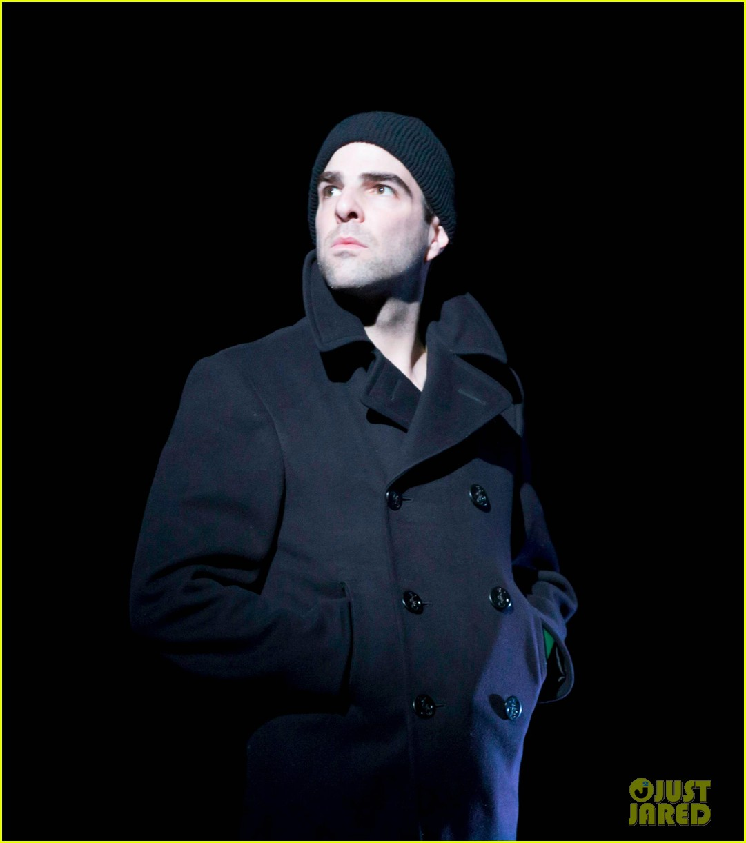 zachary quinto broadway debut in glass menagerie 022858086