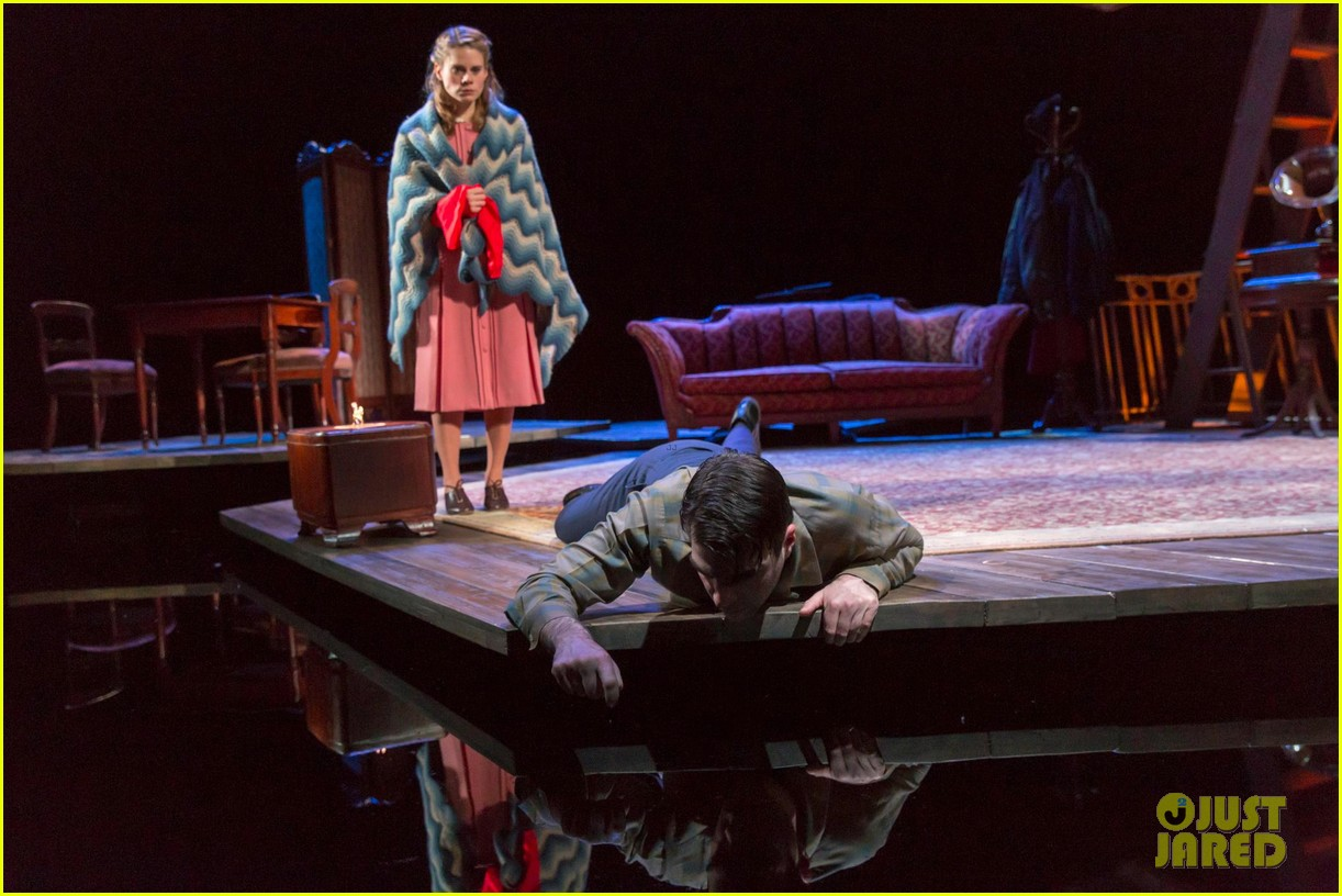 zachary quinto broadway debut in glass menagerie 072858091