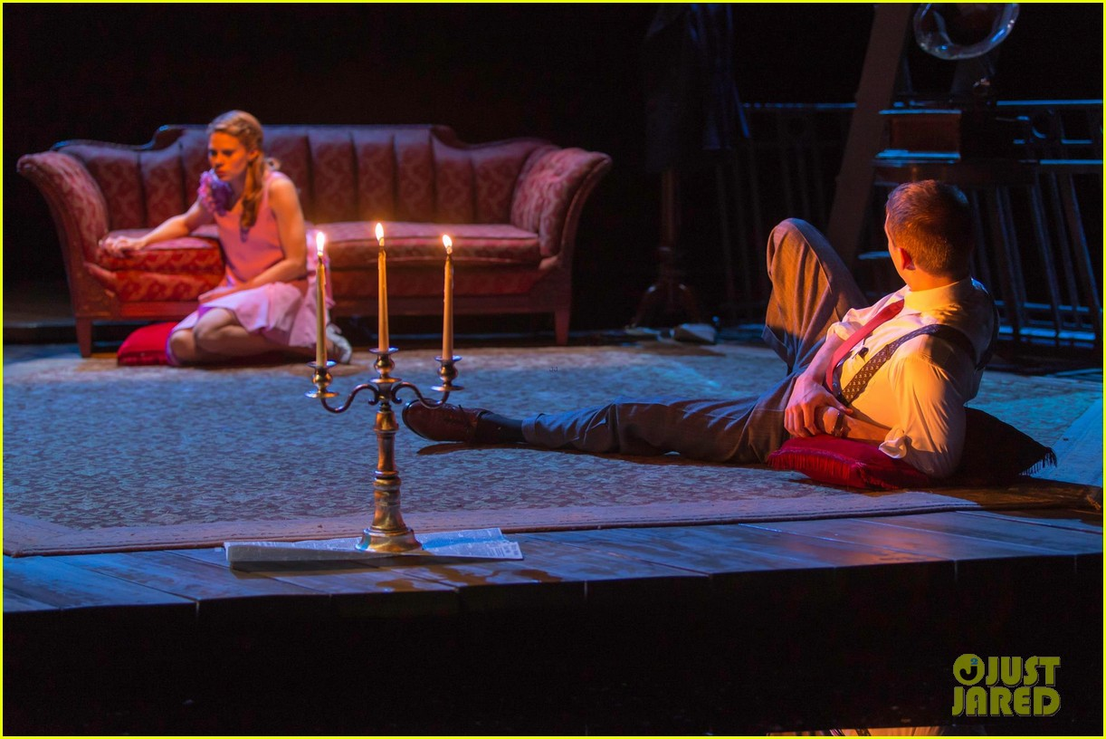 zachary quinto broadway debut in glass menagerie 082858092
