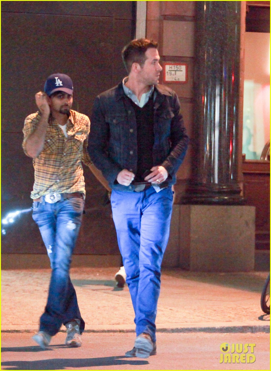 ryan reynolds berlin dinner with gemma arterton 01