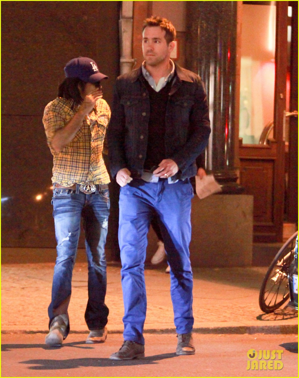 ryan reynolds berlin dinner with gemma arterton 032855690