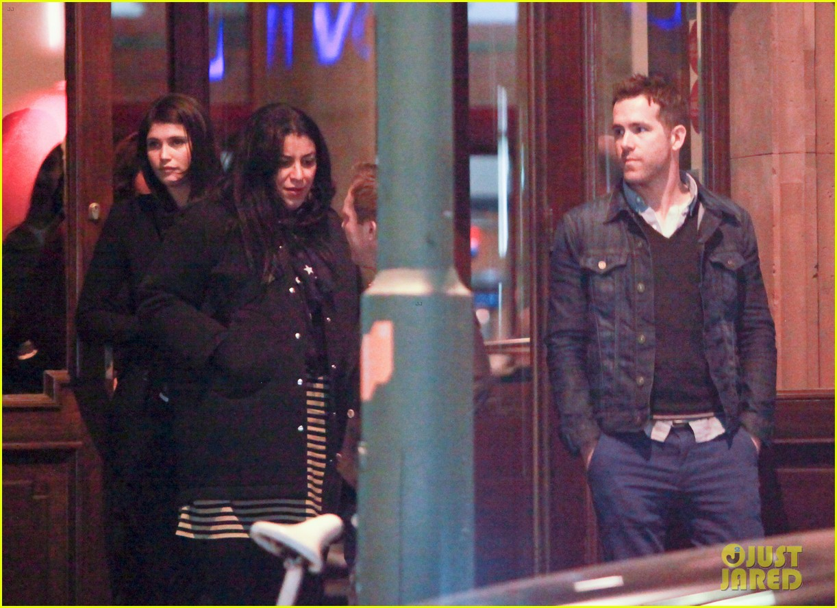 ryan reynolds berlin dinner with gemma arterton 042855691